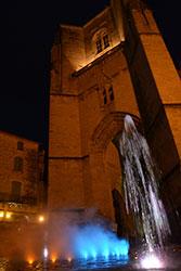 Jet d'eau en synchronisation avec le carillon de Villefranche de Rouergue